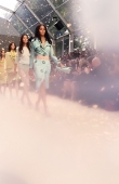 ambient-image-of-the-burberry-prorsum-womenswear-spring_summer-2014-sho_006