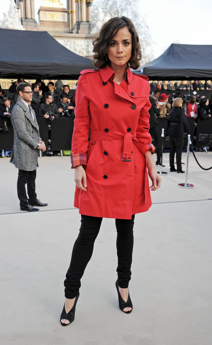 alice braga wearing burberry at the burberry prorsum autumn winter 2013 womenswear show