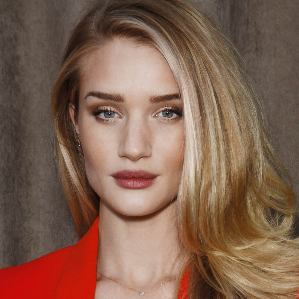 sssRosie Huntington-Whiteley wearing Burberry make up at the Burberry Prorsum Womenswear Autumn_Winter 2013 show-1