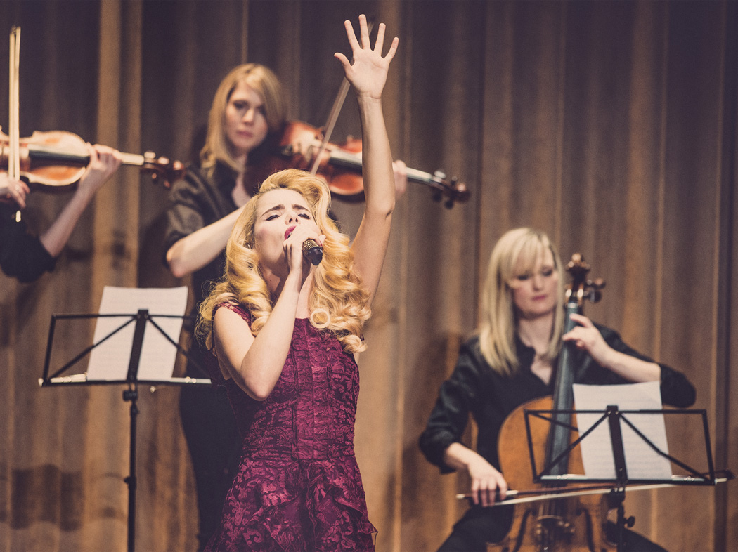 Paloma Faith performing live at the Burberry Prorsum Womenswear Autumn_Winter 2014 Sho_004