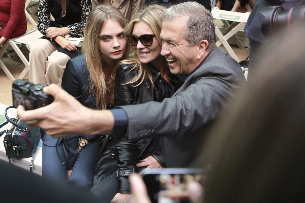 sCara Delevingne, Kate Moss and Mario Testino on the front row of the Burberry Prorsum Spring_Summer 2015 Sho_001